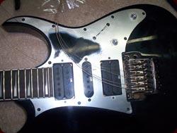 Cambio de cuerdas y revisión general de una guitarra
